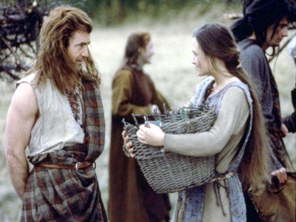 Историческая драма «Храброе сердце». Уильям Уоллес призывает шотландцев начать восстание против короля Англии. Повстанцы провозглашают его своим вождем.