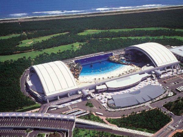 Океанский купол в Японии. Это – искусственный пляж, он построен на курорте Сигайя, вдоль прибрежного шоссе. Совсем рядом с городом Мязаки в Японии.