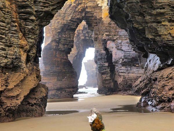 И снова Испания.  Пляж Кафедральных Соборов, Рибадео. Ошеломляющий пляж образовался  в результате повторяющихся ударов воды, год за годом, не одну сотню лет.