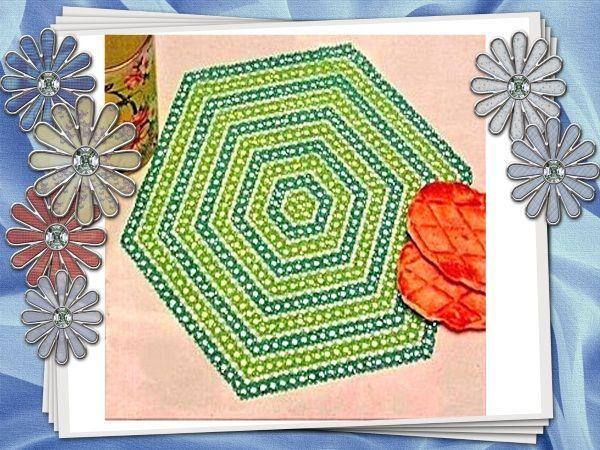 Шестиугольная салфетка цвета молодой травы, чудесно украсит любой интерьер. Ширину полосок, как и цветовое решение, можно изменять по своему вкусу.