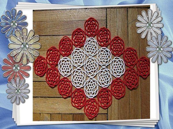 Салфетка из фантазийных розочек или лютиков (кому как больше нравится) может быть любой формы – ромбовидная, овальная или круглая. Цвета тоже можно варьировать.