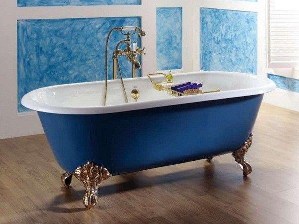 5. Провести дезинфекцию ванной. Распылить уксус по поверхности и вокруг раковины ванной и затем протереть влажной тканью.