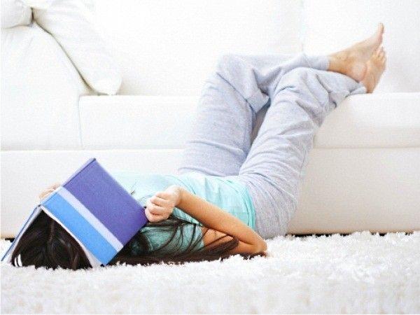 5. Водка способна удалять трудновыводимые пятна с ковров и мягкой мебели. Если водка осталась после вечеринки —исправить последствия этой самой вечеринки она поможет запросто.