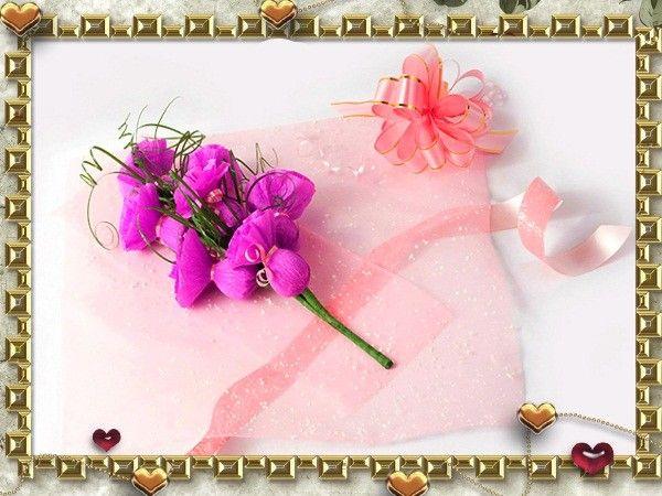 Выложите готовую веточку с цветками на декоративную сетку и заверните, предварительно украсив подарочным бантом и лентами.