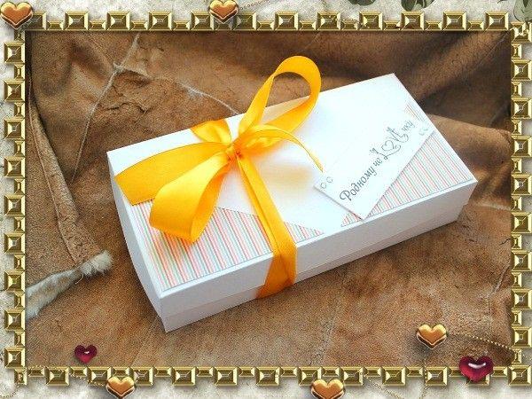 Подарите своему любимому коробочку с подарочными купонами, ценность которых будет понятна только вам двоим.