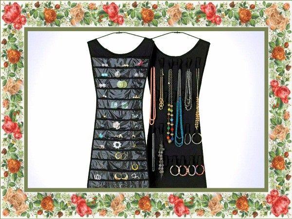 Маленькое черное платье для украшений - настоящей моднице.