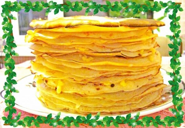 Готовые блины складывайте на тарелку стопкой, хорошо промазывая каждый сливочным маслом.