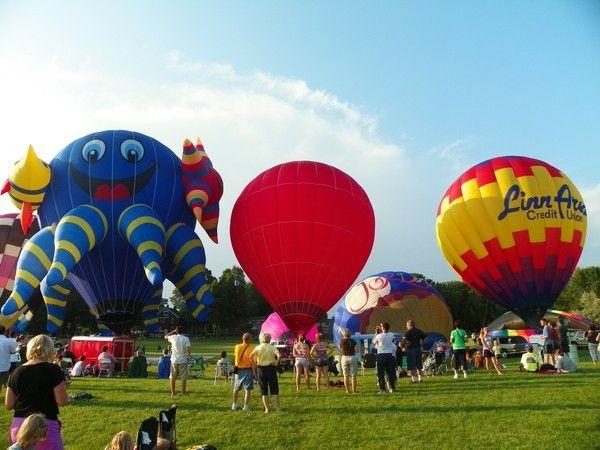 Полет на воздушном шаре – это отличный подарок для ребенка 12-16 лет. Такое запомнится на всю жизнь. Но и стоит это удовольствие недешево.