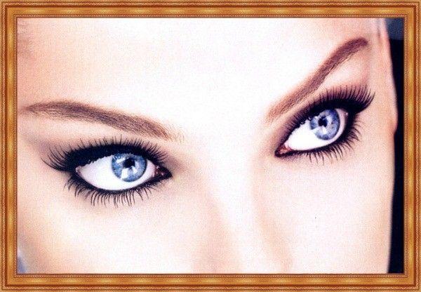 Хотите, чтобы глаза выглядели больше, а взгляд был более открытым? Тогда прокрашивайте ресницы не к виску, а к носу.
