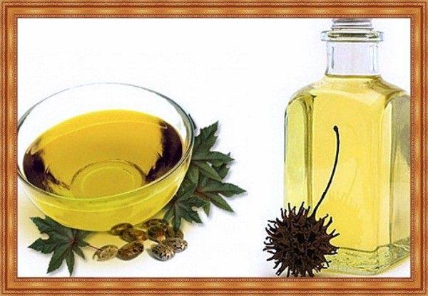 Не забывайте питать ресницы. Касторовым маслом можно смазывать кончики ресниц каждый вечер перед сном, и не смывать его до утра, или наносить на несколько часов 2-3 раза в неделю.