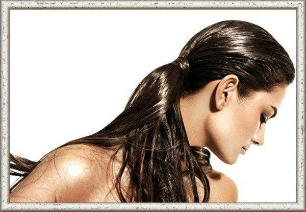 Не рекомендуется пользоваться утюжком или плойкой на мокрые волосы, есть риск их пропалить.