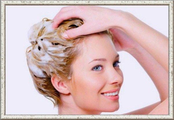 Не мойте волосы каждый день — от этого они будут быстрее загрязняться. Это высушивает кожу головы, и организм принимает это как вызов — нужно больше жира.
