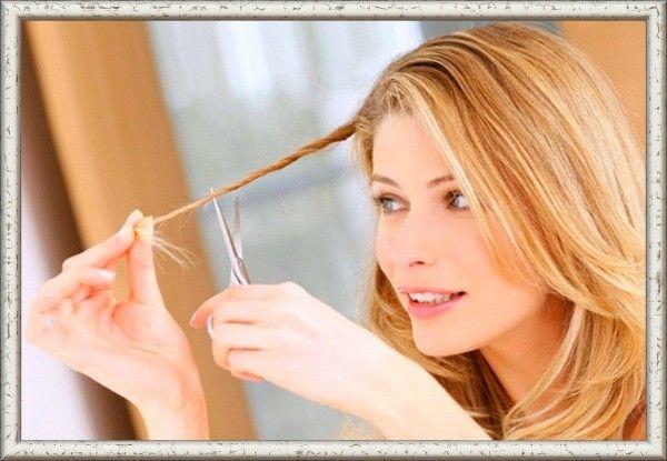 Чтобы избавиться от секущихся кончиков, закрутите прядь в спираль и отстригите все торчащие волоски. Всего несколько минут, и волосы в порядке.