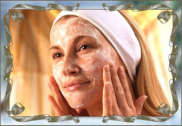 Слишком частый пилинг может привести к истончению кожи. Глубокое очищение с помощью скрабов или пилингов при жирной коже можно делать 2 раза в неделю, при сухой — один раз.