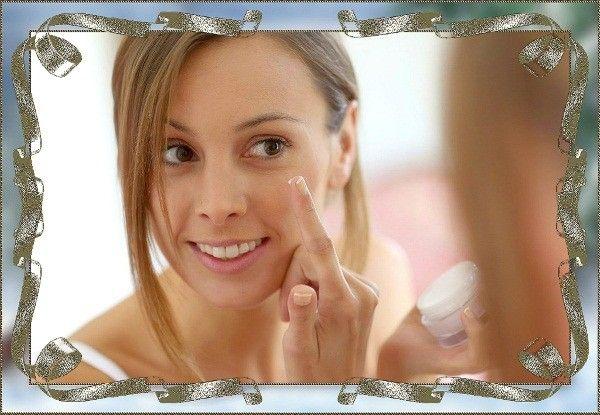 Наносите крем, маску и другие средства для лица по массажным линиям. Будет двойной эффект: уход и массаж. Выполнение такого массажа лица в течение 3-х минут ежедневно позволит вам выглядеть моложе.