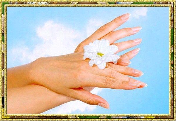 Обильное питье полезно не только во время простуды. Чистая, негазированная вода восполняет потери жидкости в организме. Это очень полезно и для кожи рук.