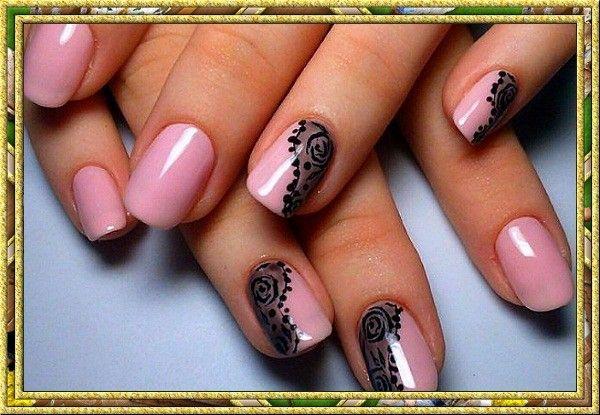 Удачно выбирайте цвет лака. Розовый лак или прозрачное покрытие – это самый хороший выбор. Если вы решили украсить свои ногти орнаментом, то для делового костюма больше подойдет строгая геометрия, а для романтического ужина – нежные цветы.