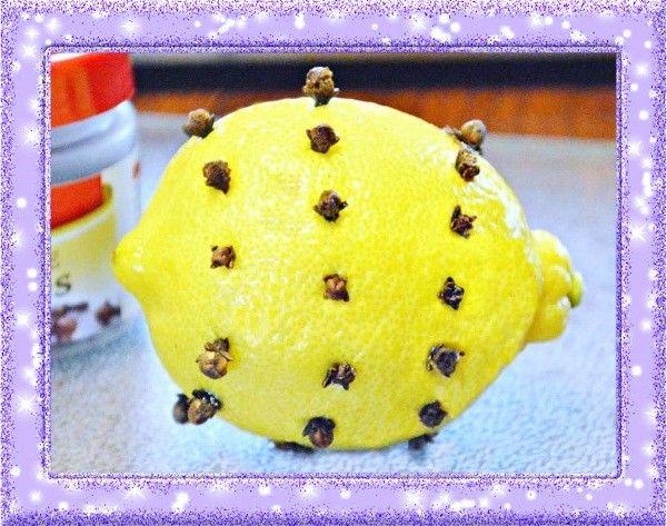 12. Хорошая альтернатива нафталину. Воткните кусочки приправы гвоздика в лимонную шкурку и положите в угол вашего шкафа. Это не только поможет справиться с молью и жучками, но и улучшит запах в шкафу.