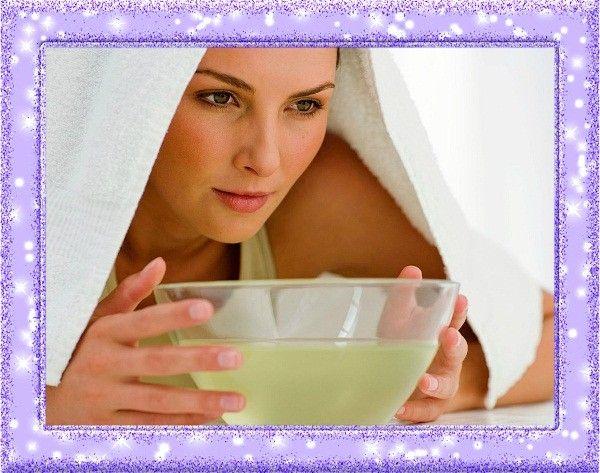 14. Ингаляция при простуде. Лимонное эфирное масло обладает множеством целебных свойств,  и одно из применений – ингаляции во время простудных заболеваний. Разведите масло в соотношении 2-3 капли на стакан воды и подышите над раствором в течение 5-7 минут.