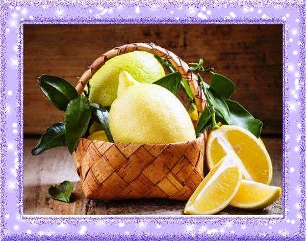 1. Отпугиватель насекомых. Муравьи не переносят запаха цитрусовых. Поэтому, чтобы избавиться от них, полейте лимонным соком плинтусы, подоконники и другие места, где они прячутся. Также лимон эффективен против тараканов и блох.