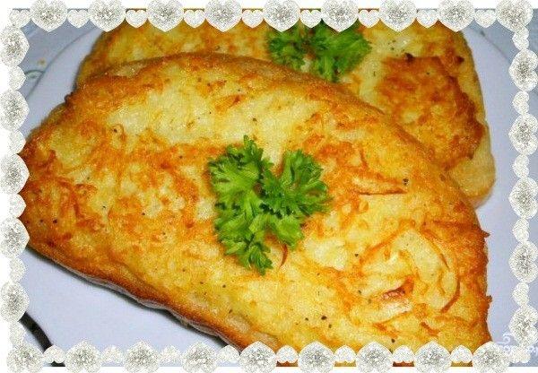 6. Бутерброды с картошкой. Чтобы их приготовить нужно взять батон, сырой картофель (натертый на средней терке), немного репчатого лука, пару яиц, растительное масло, соль и перец. Начинку следует перемешать и распределить по ломтикам батона, а затем обжарить на сковороде до готовности картофеля.