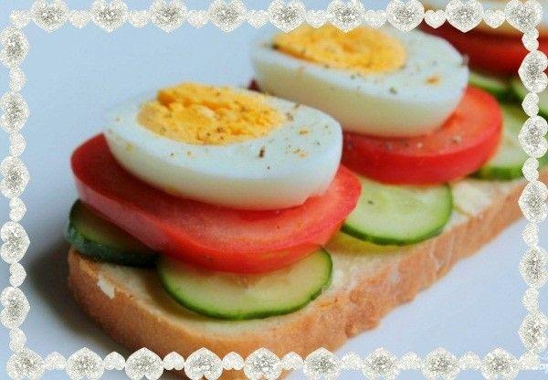 14. Бутерброды вегетарианские. Все что нужно для приготовления: хлеб, яйцо вареное, масло сливочное, помидор, огурец и болгарский перец.
