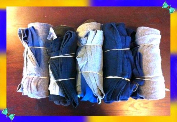 5. Упаковка вещей. Сверните одежду в тугие ролы и закрепите их с помощью канцелярской резинки. Так вы сможете упаковаться более компактно, а ваши вещи не будут выглядеть слишком мятыми.