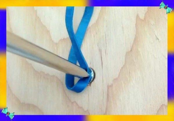 6. Старый шуруп. Если вам необходимо вывернуть старый шуруп с сорванными шлицами на шляпке, то используйте для этого прокладку из канцелярской резинки.