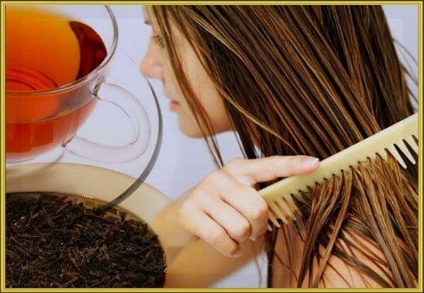 15. Чай вместо лака для волос: если перед завивкой смочить волосы чайным раствором (2 чайные ложки чая на стакан кипятка / пакетик чая на 50 мл кипятка), то кудри будут держаться гораздо дольше.