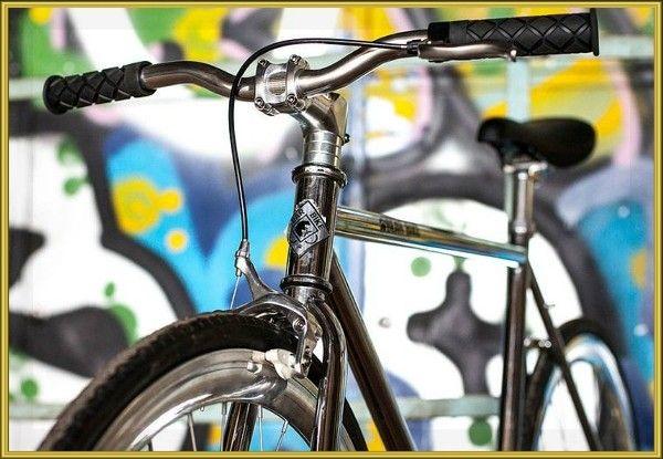 5. Хотите, чтобы ваш велосипед просто сиял чистотой – во время мойки добавьте в воду немного средства для уборки в доме (типа Мистер Мускул). А чтобы пыль не так сильно оседала на вашего «коня», сбрызните его лаком для волос и протрите сухой тряпочкой.