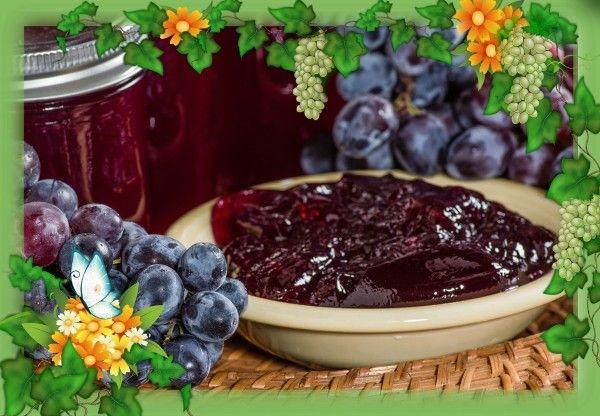 16. Ягодное желе из винограда с черникой. Продукты: 200 г ягод винограда, 200 г черники (можно замороженной), 50 г желатина, 150 г сахара. Приготовление: ягоды винограда снять с веточек, промыть, разрезать пополам и вынуть косточки. Вымыть чернику, обсушить. В миску насыпать сахар, залить 350 мл воды и сварить сахарный сироп. Охладить его при комнатной температуре. Желатин залить 150 мл воды, дать набухнуть, затем распустить его на слабом огне, не доводя до кипения, процедить и соединить с сахарным сиропом. Ягоды выложить в форму и залить желатиновой смесью и поставить в холодильник на 1-2 часа.