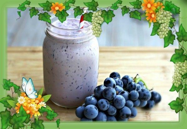 3. Виноградный смузи. Продукты: виноградный сок охлажденный - 1/2 стакана, йогурт натуральный (средний процент жирности) - 1/4 стакана, виноград красный (замороженный) без косточек - 1 стакан. Приготовление: в блендере смешать виноградный сок, йогурт и виноград до однородной массы. Подавать сразу же.