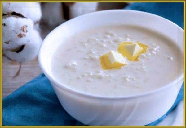 12. Молочный рисовый суп. Продукты: 200 мл воды, 200 мл молока, 1 стол ложка риса, 5 г сливочного масла, сахар (по желанию). Приготовление: рис промыть и всыпать в кипящую воду, убавить огонь и варить 10 минут. Добавить горячее молоко и варить, помешивая, ещё 10 минут. В готовый суп добавить сахар и сливочное масло.