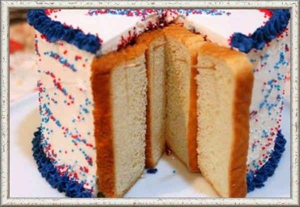 2. Разрезанный торт не будет черстветь, если ты поставишь на места разреза кусочки хлеба и закрепишь их зубочистками. Вместо вкусного торта черстветь будет хлеб!