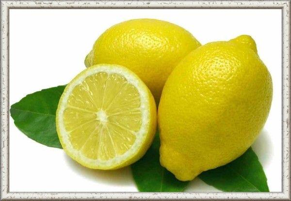 17. Понадобилось пару капель лимонного сока? Не спеши разрезать лимон! Проткни его зубочисткой и слегка надави, несколько капель сока сразу же вытечет. Лимон останется целым, маленькое отверстие можно залепить скотчем и убрать лимон в холодильник.