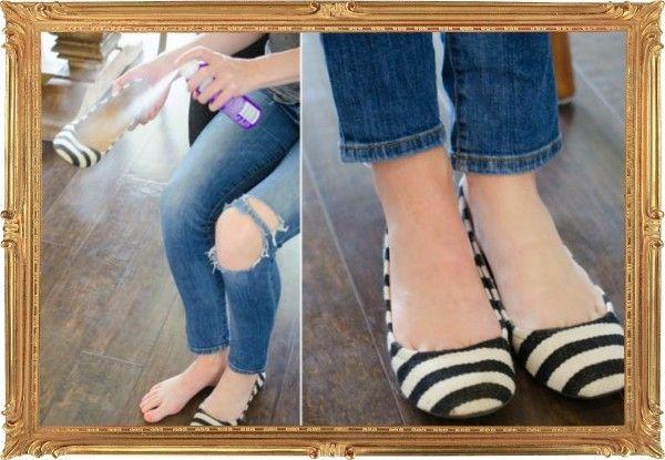 3. Даже в узкой и закрытой обуви ноги будут меньше потеть, если сбрызнуть её изнутри сухим шампунем. Кукурузный крахмал, являясь эффективным абсорбентом, также подойдёт.