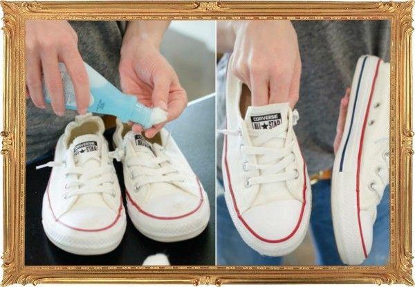 7. Убрать пятна с белых кед, которые ещё вчера сияли чистотой в коробке, поможет средство для удаления лака с ногтей.