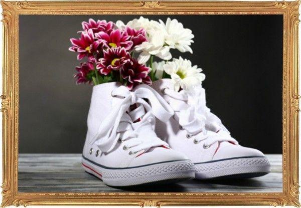 19. Не носите ту же обувь два дня подряд. У всех, пожалуй, есть любимая пара разбитых кроссовок, которые просто не хочется снимать. Так, к сожалению, делать нельзя. Обуви нужен хотя бы один вечер, чтобы немного проветриться.