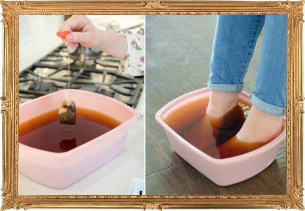 13. А если обувь всё-таки натёрла нежную кожу, устройте ступням успокаивающую ванночку из заварки чёрного чая. Это неплохая процедура для обеззараживания и ускорения заживления.