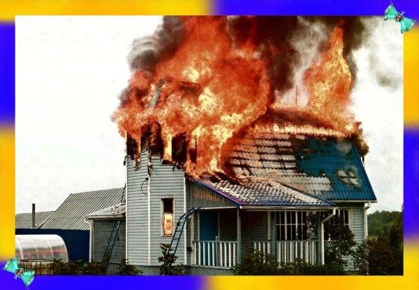 11. Большинство людей при пожарах в домах задыхаются, а не гибнут от ожогов. Во время пожара, продукты горения скапливаются на уровне роста человека и выше, поэтому один из способов избежать отравления дымом — передвигаться ползком. Слишком низко тоже не надо, совсем на полу может скопиться углекислый газ и другие вредные тяжелые продукты горения.