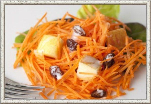 15. Салат из тертой моркови с медом и орехами. Очищенную морковь (2 шт.) натереть на мелкой терке, полить жидким медом (2—3 ст. ложки), перемешать, посыпать любыми мелкорублеными орехами.