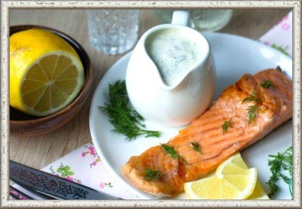 """13. Соус к рыбе """"Фиш-ка"""". Подходит не только к рыбе, но и креветкам, и кальмарам. Вкус такого соуса очень необычный: он и сладкий, и острый, и чуть кисловатый. Выжать 3 ч. л. лимонного сока. В 250 мл сметаны добавить лимонный сок, 3 ст. л. апельсинового джема, 3 ч. л. горчицы и 3 ч. л. хрена. Мелко нарезать 3 ст. л. укропа. Все хорошо перемешать, посолить по вкусу, поперчить. Соус готов."""