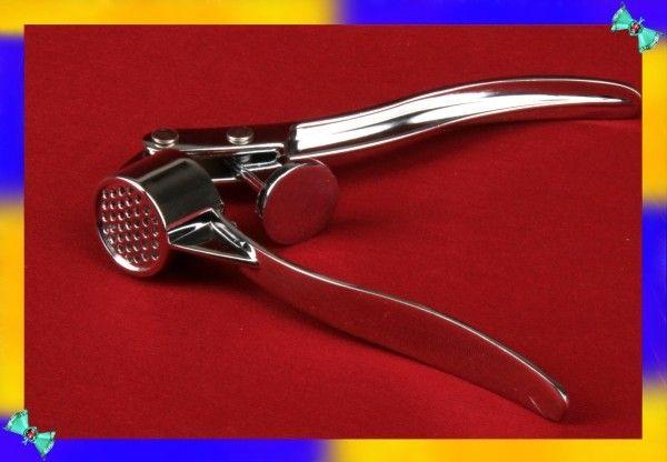 18. Кончиком скрепки можно чистить чесночницу или мясорубку.