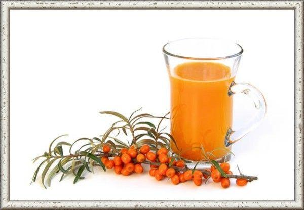 5. Сок облепихи с сахаром.  Отжать сок из ягод, добавить горячий сахарный сироп в соотношении 60% сока на 40% сиропа, пастеризовать и сразу закатать.  Для сиропа понадобится  1 л воды и 0,4 кг сахара.