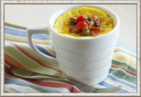 1. Французский омлет в кружке. Продукты: 1 яйцо,  40 г сыра, 1 помидор, чеснок сушеный молотый, сушеная петрушка 1/2 ч. ложки, горчица 1/2 ч. ложки, огурцы по вкусу. Приготовление: яйцо взбить вилкой в кружке. Добавить, нарезанные кубиками, сыр и половинку помидора. Добавить смесь из сушеного чеснока и петрушки, перец и соль по вкусу. Поставить в предварительно разогретую духовку на 20-30 минут. Сервировать второй половинкой помидора, свежим огурцом и ложкой горчицы.