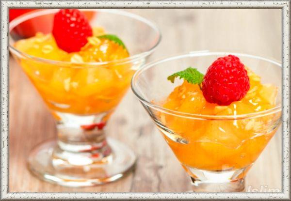 3. Десерт фруктовый. Ингредиенты: мандарины, персики  и ананас  консервированные -  по 50 г, черника и клубника свежие – по 30 г, сахар - 2 столовые ложки,  желатин - 1 чайная ложка, 2 киви, сахарная пудра - 2 столовых ложки.  Приготовление: сахар уварите с 1/2 стакана воды, снимите с огня, слегка остудите, добавьте предварительно замоченный желатин и растопите его на слабом огне. Чернику, кусочки клубники и консервированные фрукты уложите в форму, залейте желе и дайте застыть.  Для соуса киви очистите, протрите через сито, добавьте сахарную пудру, перемешайте. Перед подачей десерт выложите на тарелку, полейте приготовленным соусом.
