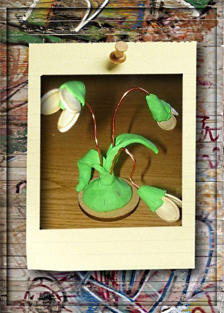 4. Подснежники. Для того чтобы сделать красивые подснежники нам потребуется: пластилин зеленого цвета, 9 тыквенных семечек, проволока, зеленная бумага.