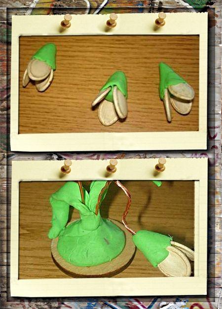 4. Подснежники. В полученный цветочек с заостренного конца вставьте проволоку. Вставьте проволочки с цветами в пластилиновую подставку. Прилепите листья.