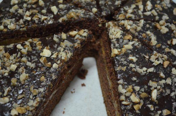 Шоколадный торт с орехами и вареной сгущенкой