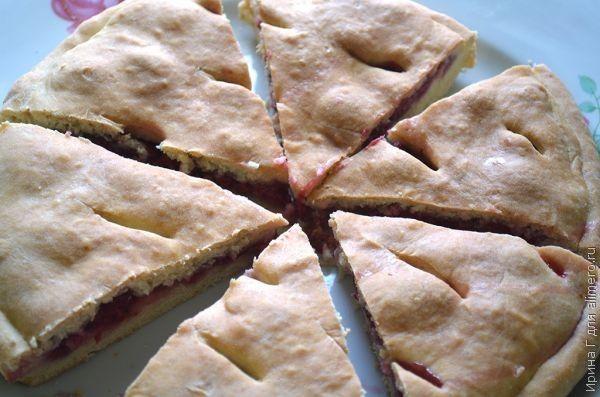Пирог из пресного теста с малиной